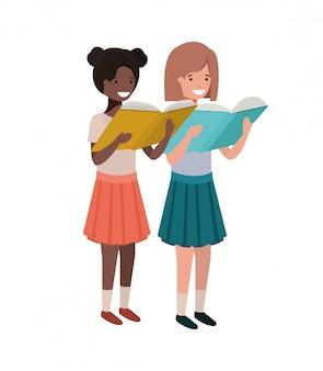 Studenckie dziewczyny z czytelniczą książką w rękach