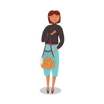 Stylowa dziewczyna trzyma torbę ze sznurka eko torbę na zakupy