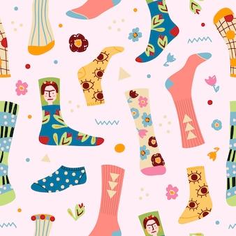 Stylowy wzór skarpety śmieszne z różnych tekstur, bezszwowe tło. druk modnych męskich i żeńskich nóg w różnych kolorowych skarpetach, ilustracja.