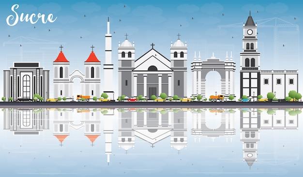 Sucre skyline z szarymi budynkami, błękitnym niebem i odbiciami. podróże służbowe i koncepcja turystyki z historyczną architekturą.