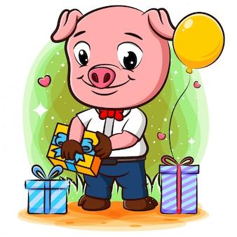 Sukces świniowaty biznesmen świętuje sukces wieloma prezentami
