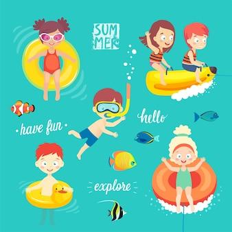 Summer kids ustawiają pływanie, nurkowanie, zabawę i zabawę w wodzie