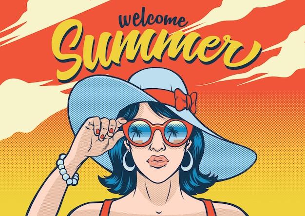 Summr dziewczyna nosi okulary przeciwsłoneczne