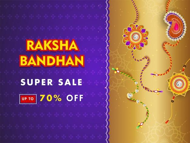 Super baner lub projekt plakatu z 70% rabatem i różnymi rakhi (opaski na rękę) na fioletowym i złotym tle.
