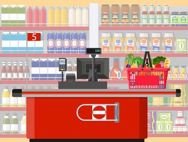 Supermarket wnętrze sklepu z towarami.