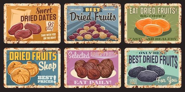 Suszone owoce vintage zardzewiałe talerze. daktyle wektorowe, rodzynki i suszone morele, figi, suszone śliwki. zdrowa żywność, sklep z suszonymi owocami lub rynek produktów ekologicznych grunge blaszane tabliczki, retro talerze z teksturą rdzy