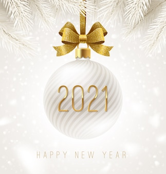 Świąteczna biała bombka ze złotą kokardką i numerem noworocznym. kartka z życzeniami.