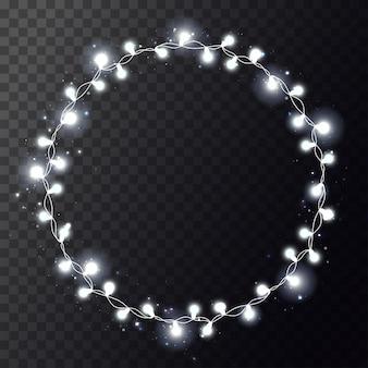 Świąteczna girlanda z jasnym kółkiem z realistycznymi światłami na przezroczystym tle