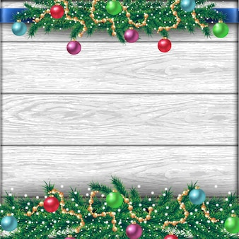 Świąteczna granica z gałęziami jodły, różnymi akcesoriami, wstążkami i błyszczącymi kulkami. na białym realistycznym drewnianym tle.