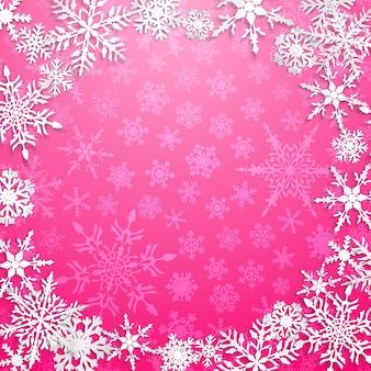 Świąteczna ilustracja z okrągłą ramą dużych białych płatków śniegu z cieniami na różowym tle
