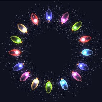 Świąteczna okrągła rama z kolorowych girland, cekinów i miejsca na kopię