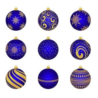 Świąteczna zabawka na drzewie. na białym tle. wesołych świąt i szczęśliwego nowego roku. uroczystość.