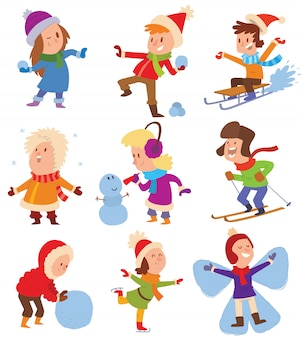 Świąteczne dzieci bawiące się w zimowe gry