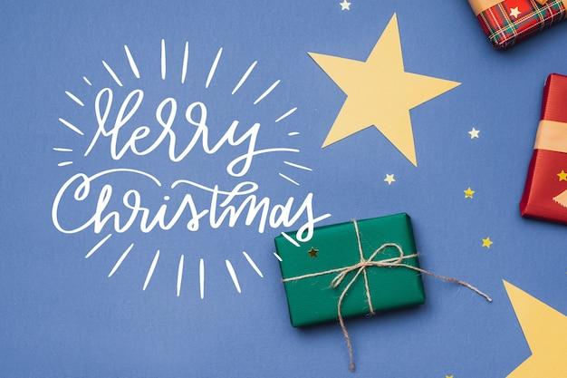 Świąteczne zdjęcie z prezentami i napisem