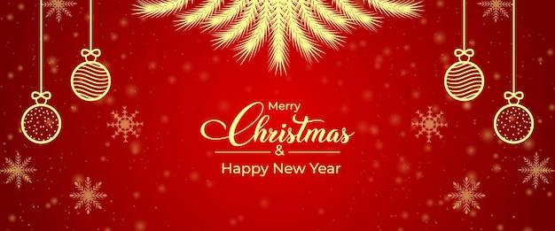 Świąteczny baner społecznościowy z kulkami i gałęziami sosny. boże narodzenie czerwony i złoty element transparentu. świąteczny baner społecznościowy ze złotymi elementami na czerwonym tle. kartka bożonarodzeniowa, baner bożonarodzeniowy.