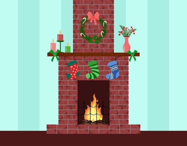 Świąteczny ceglany kominek ozdobiony dom wakacyjny nowy rok wnętrze wieniec świece wiszące skarpetki