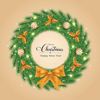 Świąteczny wieniec z białymi i złotymi dekoracyjnymi kulkami świetlnymi zielony wieniec