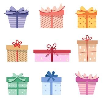 Świąteczny zestaw prezentów, pudełek ze wstążkami i uroczym wzorem,