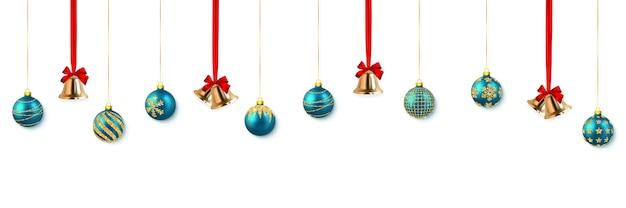 Świąteczny złoty dzwonek z czerwoną kokardą i niebieską kulką.
