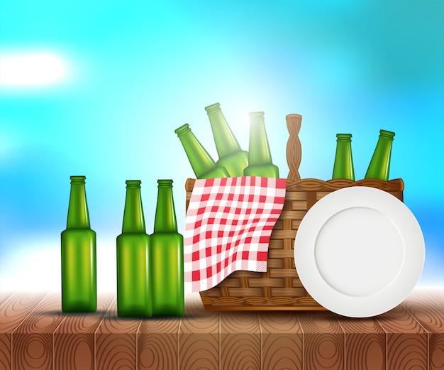 Światło słoneczne na letnim niebie z drewnianym stołem piknikowym