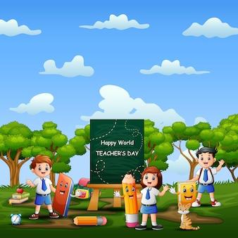 Światowy dzień nauczyciela z szczęśliwym uczniem w mundurze