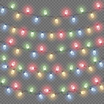 Świecące lampki świąteczne na białym tle. zestaw kolorowych girland.