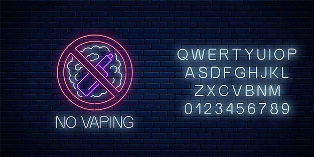 Świecące neon nie znak vaping z alfabetem na tle ciemnego ceglanego muru. symbol obszaru wolnego od vape. szyld z zakazem palenia. ilustracja wektorowa.