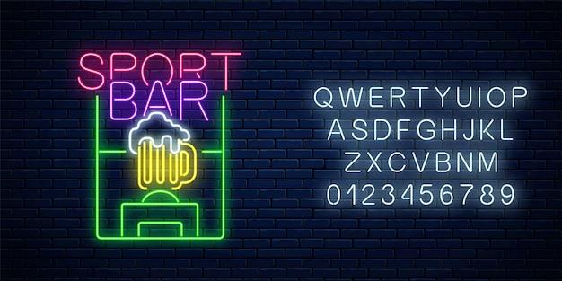 Świecące neon sport bar koncepcja z alfabetem na tle ciemnej cegły ściany. boisko do piłki nożnej ze szklanką piwa jako pub z szyldem transmisji sportu na żywo. ilustracja wektorowa.
