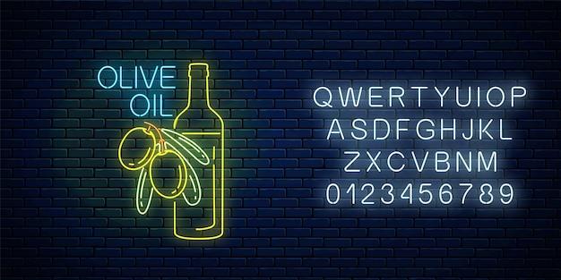 Świecące neonowy znak oliwy z oliwek z alfabetem na tle ciemnego ceglanego muru. symbol naturalnej żywności ekologicznej z zielonymi oliwkami i butelką. ilustracja wektorowa.