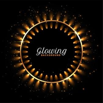 Świecące okrągłe złote światła na czarnym tle