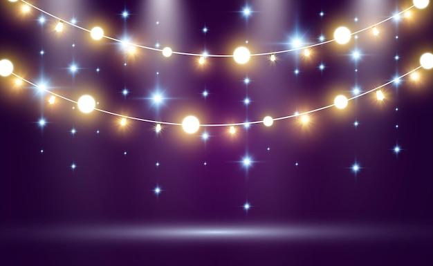 Świecące światła, girlandy, dekoracje świetlne.