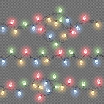 Świecące światła na świąteczne kartki świąteczne, banery, plakaty, projekty stron internetowych. światła na białym tle realistyczne elementy projektu. zestaw kolorowych girland, ozdób świątecznych.