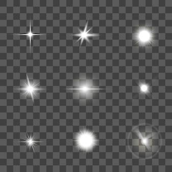 Świecący efekt świetlny ustawiony na czarnym przezroczystym tle. gwiazda lub wiązka.