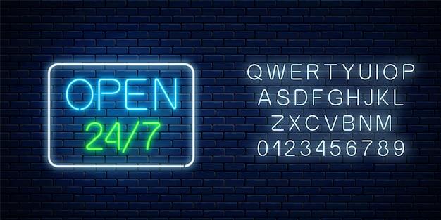 Świecący neon otwarty 24 godziny 7 dni w tygodniu sklep w geometrycznym kształcie z alfabetem. całodobowy bar lub szyld klubu nocnego z napisem. ilustracja wektorowa.