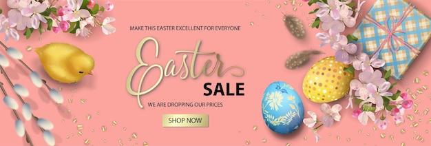 Święta wielkanocne z kurczakiem, jajkami i gałązkami wierzby
