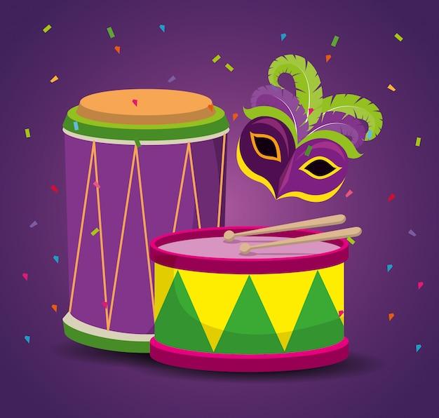 Świętowanie mardi gras z maską imprezową i bębnem
