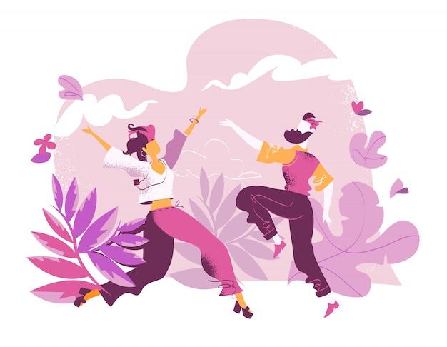 Świętowanie miłości. szczęśliwa para tańczy, ciesząc się życiem, wolnością, przyrodą