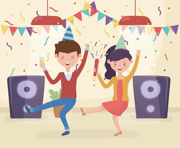 Świętuje para tańczącą muzykę z kieliszkiem wina