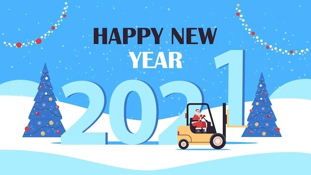 Święty mikołaj w masce jazdy wózkiem widłowym wesołych świąt szczęśliwego nowego roku koncepcja dostawy ekspresowej kartka z pozdrowieniami krajobraz tło poziome ilustracji wektorowych