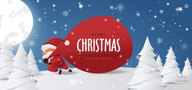 Święty mikołaj z ogromną torbą w biegu do dostawy prezentów świątecznych podczas opadów śniegu.