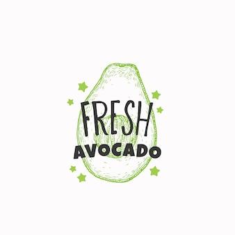 Świeża etykieta z awokado lub szablon logo ręcznie rysowane szkic owoców z zabawną typografią premium f...
