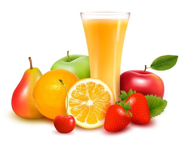 Świeże owoce i sok.