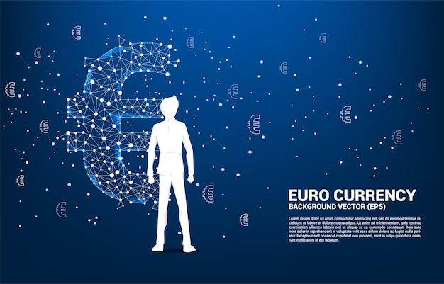 Sylwetka biznesmen stojący z pieniędzy waluty euro