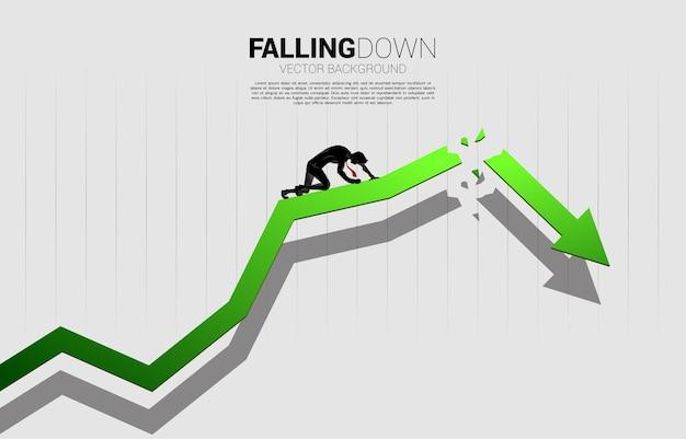 Sylwetka biznesmena na kolanie na pękanie rosnącej strzałki. koncepcja biznesu depresji i przeszkód.