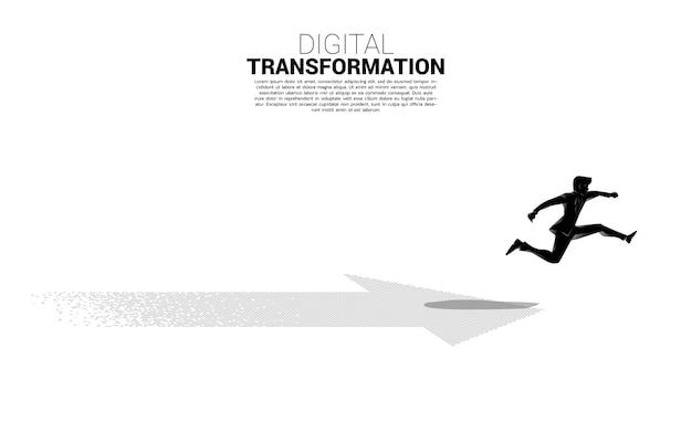 Sylwetka biznesmena skoki na strzałkę z piksela. koncepcja cyfrowej transformacji biznesu.