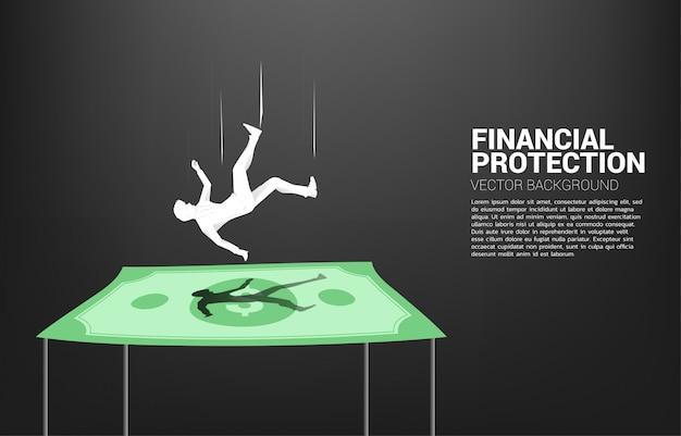 Sylwetka biznesmena spada puszek na dolarowym banknocie.