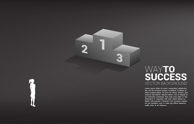 Sylwetka bizneswoman pozycja z podium. koncepcja biznesowa zwycięzcy i sukcesu