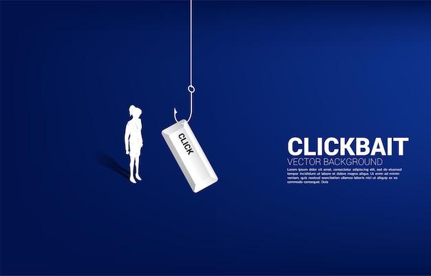 Sylwetka bizneswoman stojący z haczykiem na ryby z przyciskiem. koncepcja przynęty typu click i phishingu cyfrowego.
