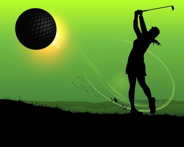 Sylwetka kobiety golfista przy zmierzchem