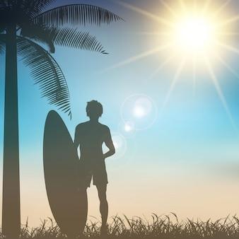 Sylwetka surfer na tropikalnej tle